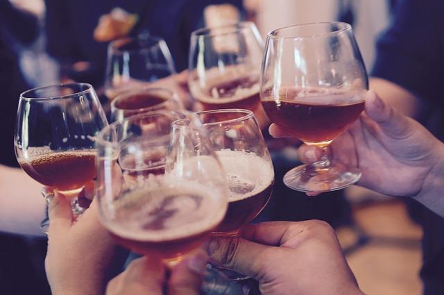 Faire connaissance autour boire verre [PUNIQRANDLINE-(au-dating-names.txt) 45
