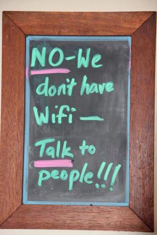Digital detox : No wifi talk to people